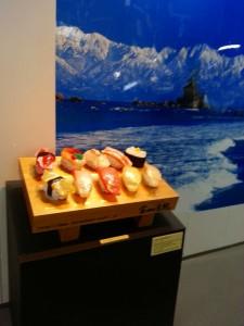JR富山駅構内にあった寿司のモニュメント思わずパチリ