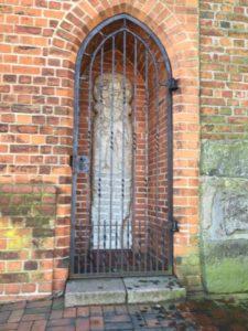 教会の裏にあったティル•オイレンシュピーゲルの墓碑
